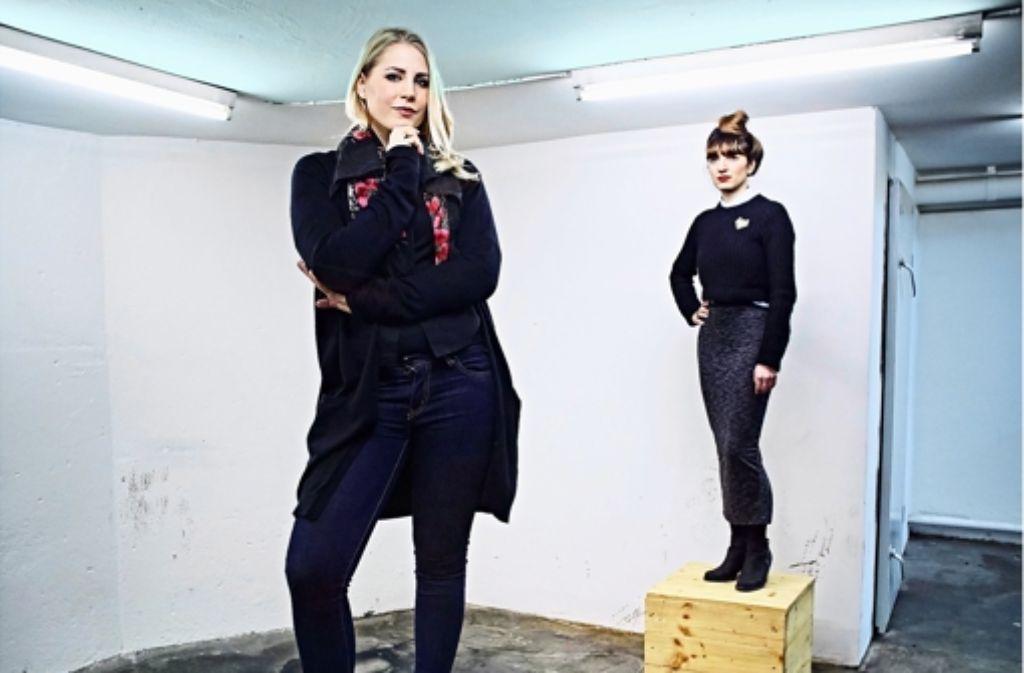 Verbinden Kunst und Mode: Charlotte Stein (li.) und Maria-Assunta Marci. Foto: Heinz Heiss