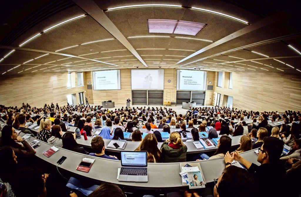 """Massenvorlesungen sind an der Uni Hohenheim die Regel, massenhafte Prüfungsabbrüche """"ein völliges Novum"""". Foto: Lichtgut/Zweygarth"""