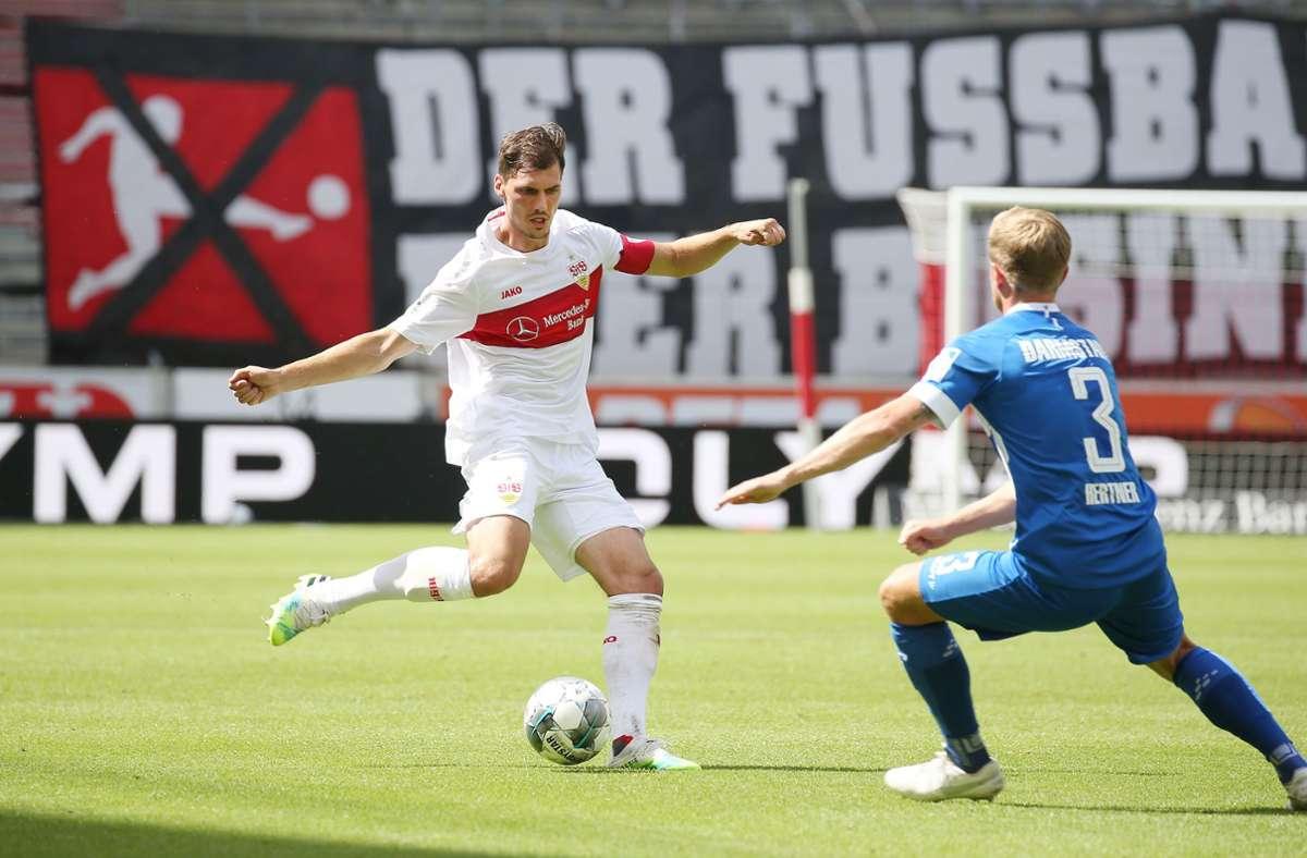 Eine feste Größe im VfB-Team: Pascal Stenzel (links) ist in allen 34 Zweitligaspielen zum Einsatz gekommen. Jetzt haben ihn die Stuttgarter nach einem Jahr Leihe fest verpflichtet. Foto: Bauman
