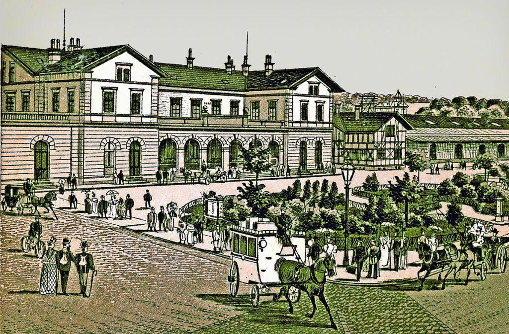 Um das Jahr 1900 ist der Platz vor dem  Göppinger  Bahnhof  ein beliebter Aufenthaltsort gewesen... Foto: Kreisarchiv