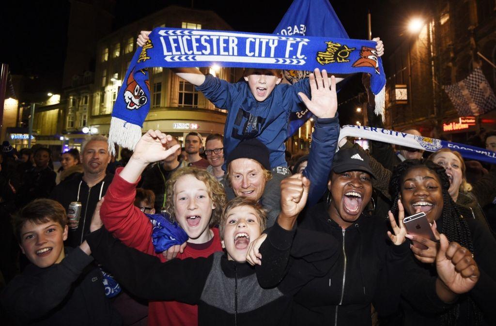 Die Fans der Foxes aus Leicester bejubeln die englische Fußball-Meisterschaft. Foto: EPA