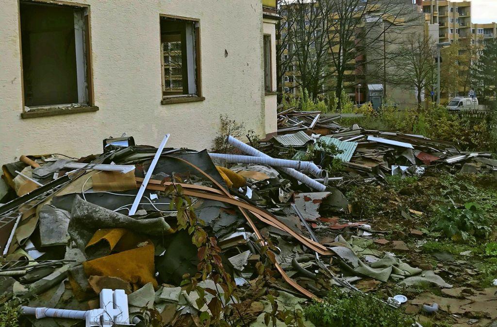 Fenster hat das Haus an der Ecke Hoffeldstraße/Nauener Straße keine mehr. Foto: J. Bosch