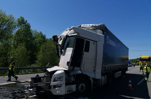Lastwagen fahren aufeinander auf – zwei Verletzt