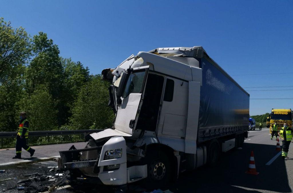 Unfall auf der A6 in Richtung Nürnberg: Zwei Menschen wurden leicht verletzt. Foto: /SDMG / Hemmann