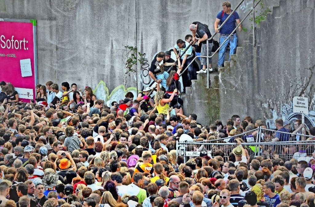 Am Eingang zum Loveparade-Gelände brach die Massenpanik aus Foto: dpa