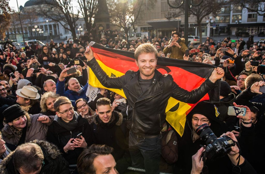 Nico Rosberg besucht seine Geburtsstadt Wiesbaden – auch dort hat er viele Fans. Foto: dpa