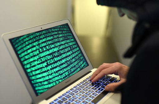 Thomas Strobl befürchtet mehr Cyber-Angriffe - Hilfe für Ärzte und Pfleger