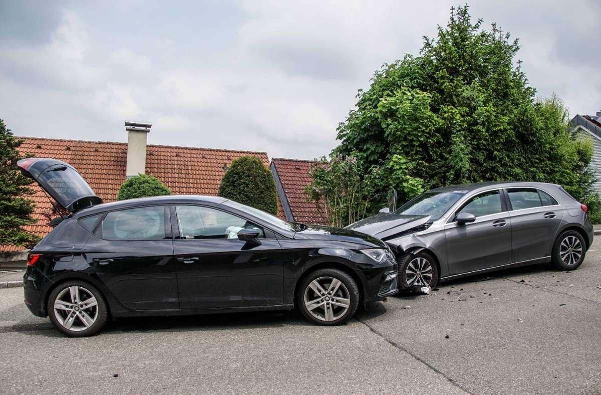 Zum Glück nur leichte Verletzungen zog sich die Fahrerin des Seats (links) bei diesem Unfall zu. Foto: SDMG/SDMG / Dettenmeyer