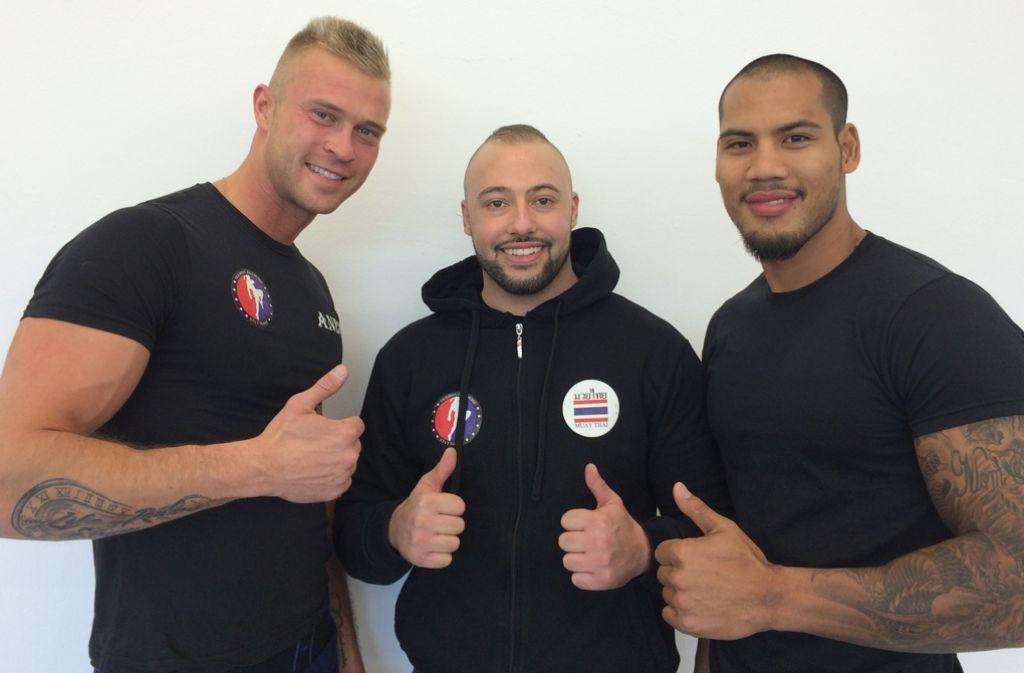 Andreas Elsässer, Nordin Firaouni  und Phisit Saengwilai (von links) eröffnen zusammen die Thaibox-Akademie-Stuttgart in Steinhaldenfeld. Foto: privat