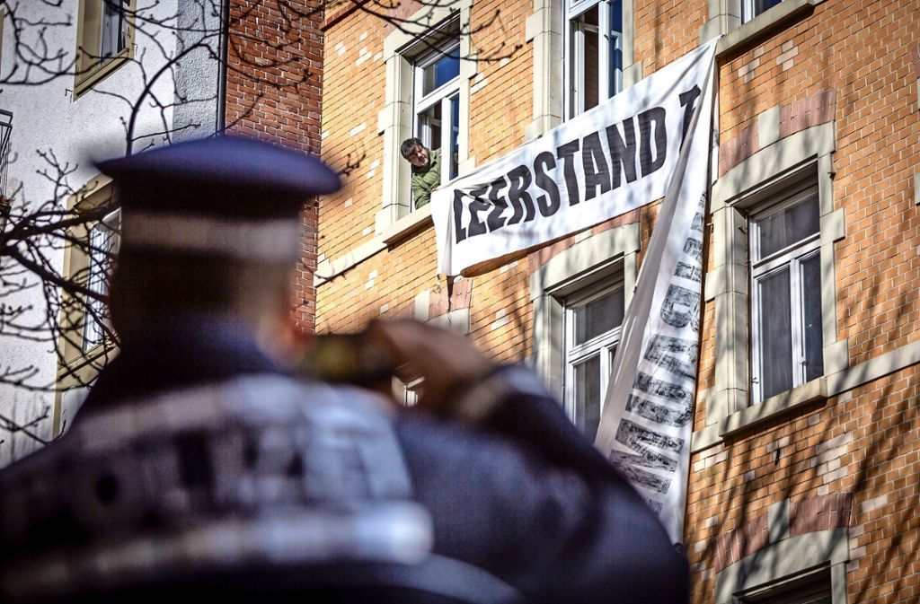 Das Transparent ist ab, nun wohnen keine Besetzer mehr im Haus. Foto: Lichtgut/Julian Rettig