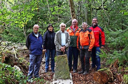 Wald gibt  Gedenkstein wieder frei