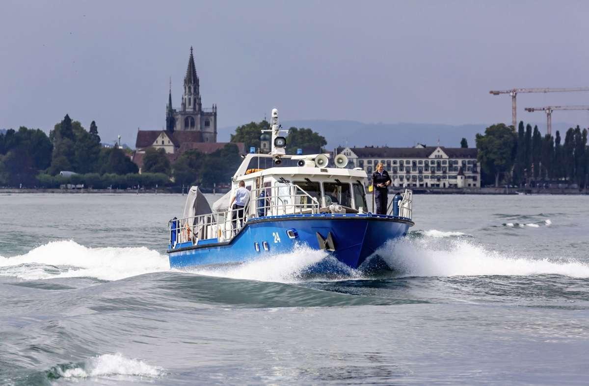 Die Wasserschutzpolizei musste am Sonntag auf dem Bodensee mehrfach eingreifen. (Archivbild) Foto: imago images/Arnulf Hettrich