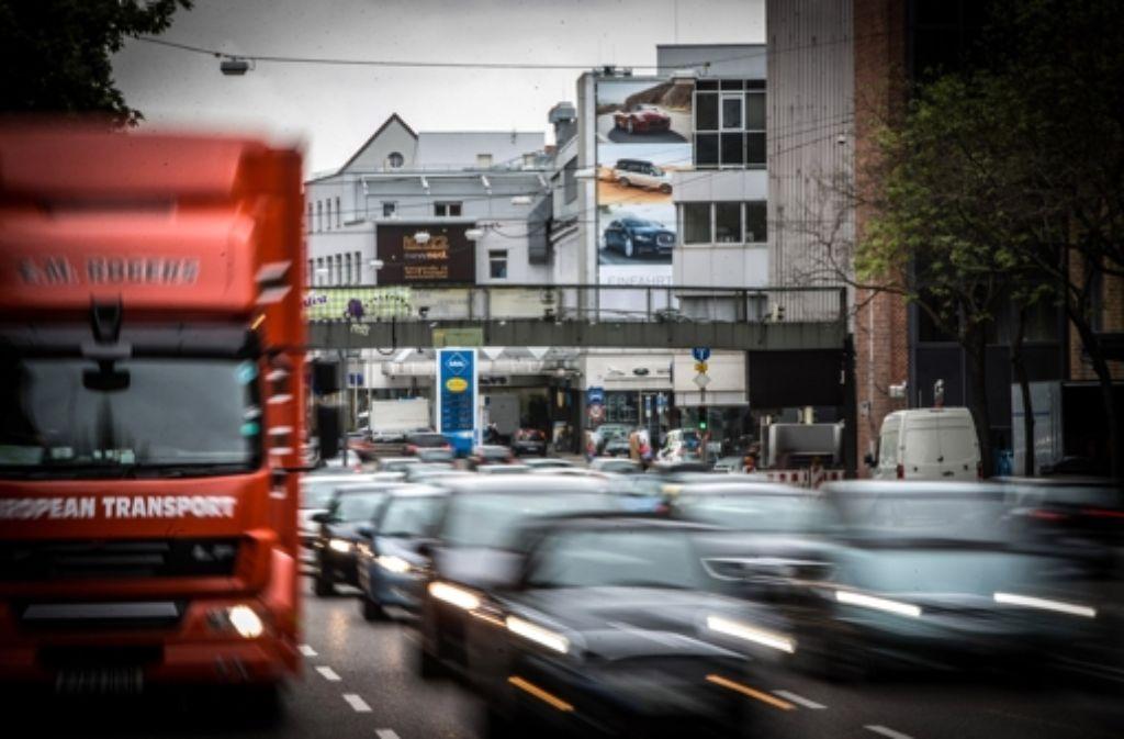 Wegen der hohen Schadstoffwerte am stark befahrenen Neckartor gilt Stuttgart schon seit Jahren als die Feinstaubhauptstadt in Deutschland. Foto: Achim Zweygarth