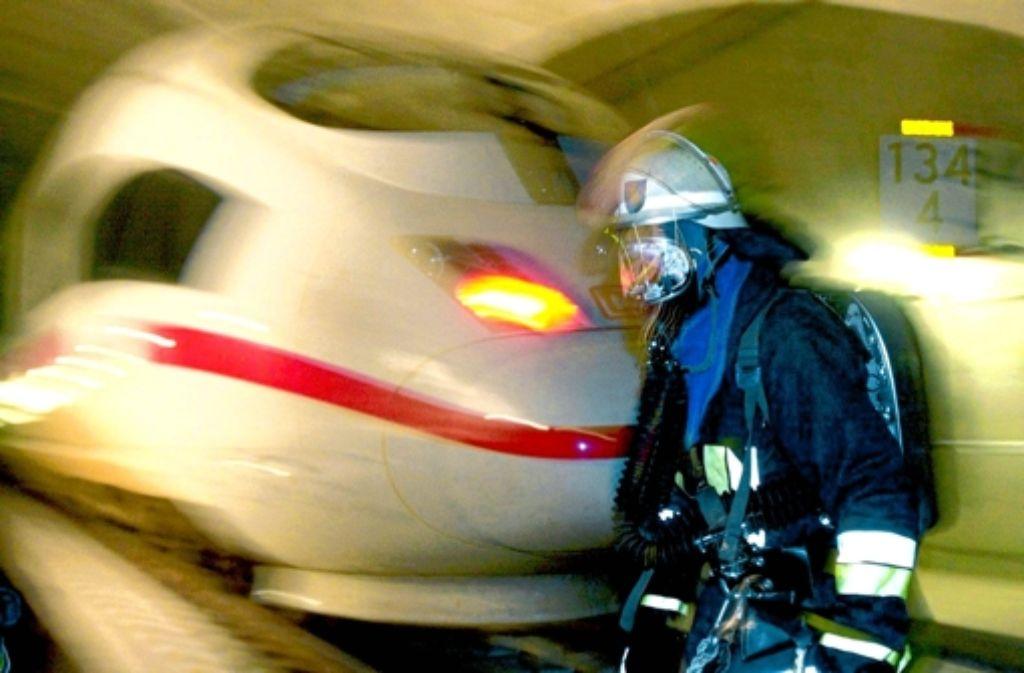 Die Fachleute verlangen von der Bahn mehr Sicherheit im Tunnel. Foto: dpa