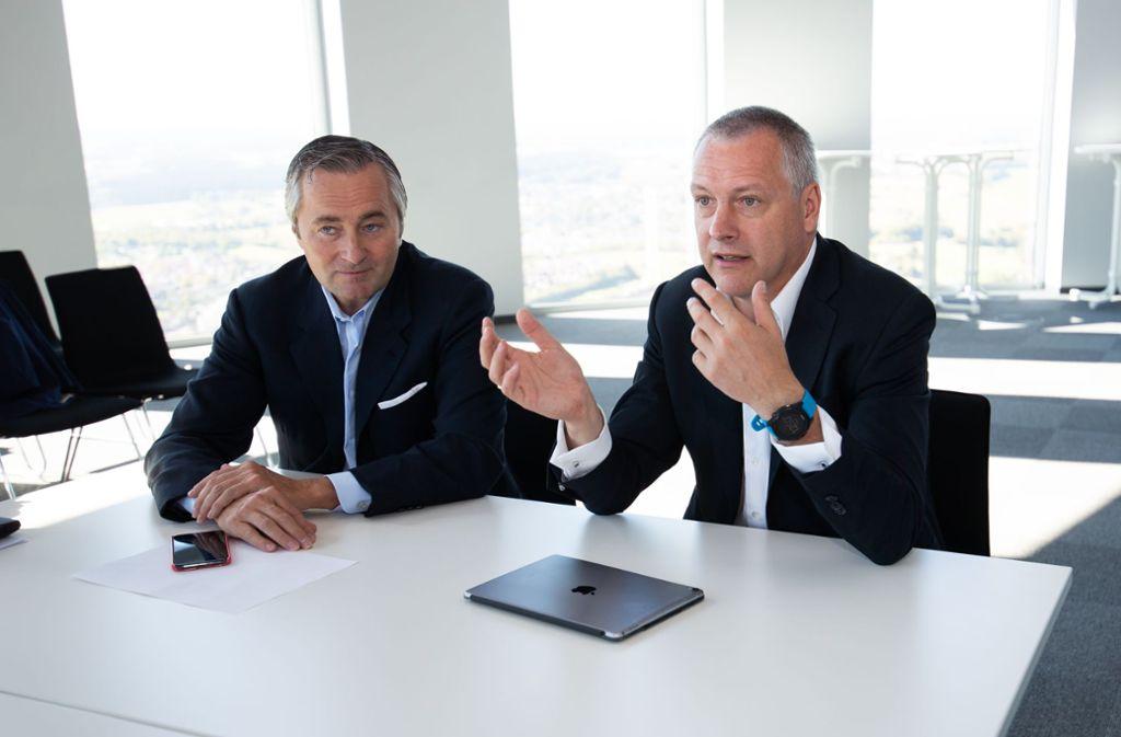 Hannes Ametsreiter (Vodafone, links) und Andreas Schierenbeck (Thyssen-Krupp) in Deutschlands höchstem Büro. Foto: Ralf Graner