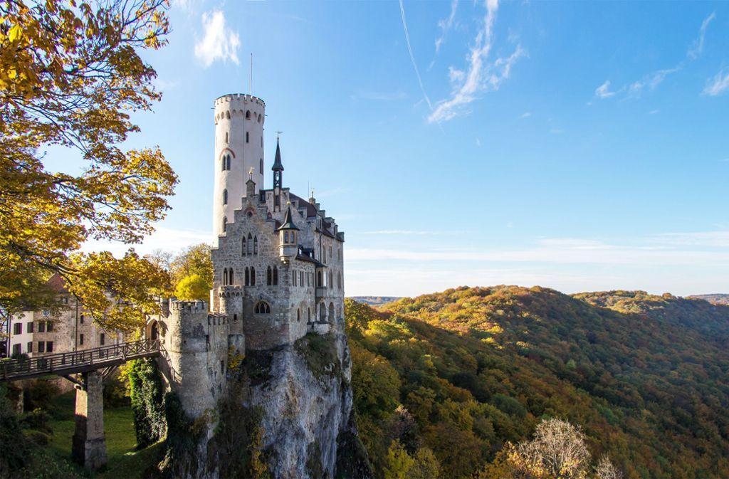 Hoch auf einem Felsen liegt das Ziel: Burg Lichtenstein Foto: AdobeStock Daniel Smolcic