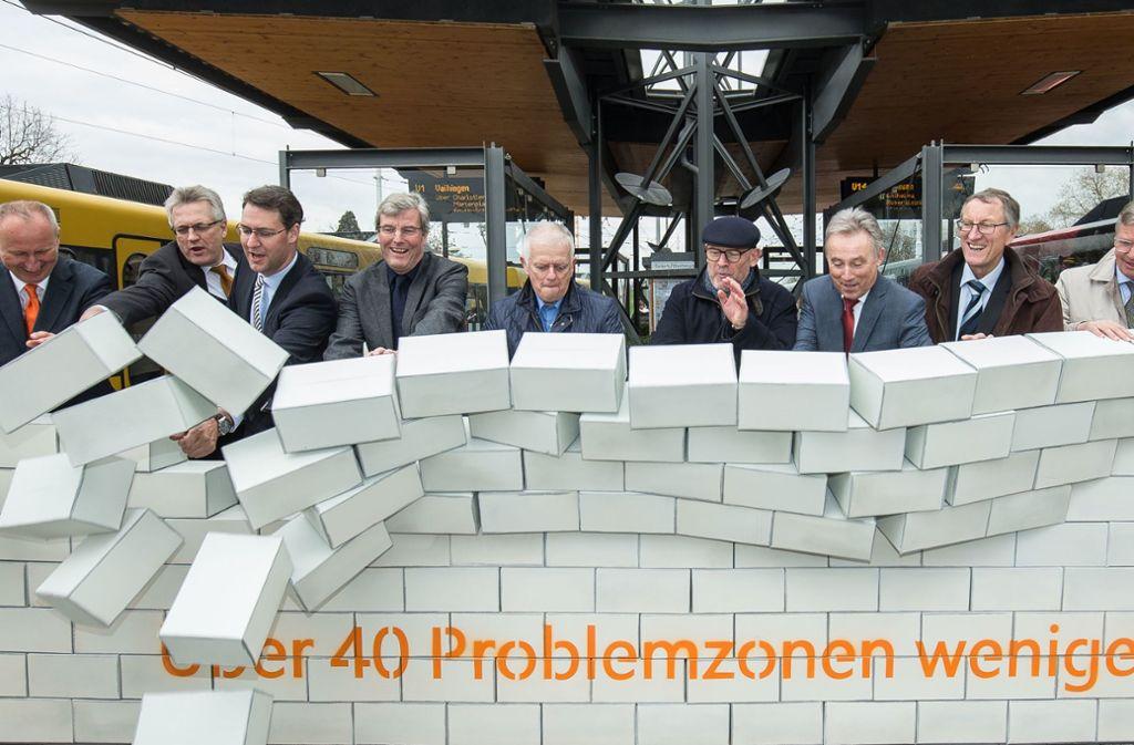 Die Struktur des VVS wurden zum 1. April 2019 radikal vereinfacht. Die Verantwortlichen räumten damals symbolisch eine Mauer ab. Foto: Lichtgut/Leif Piechowski