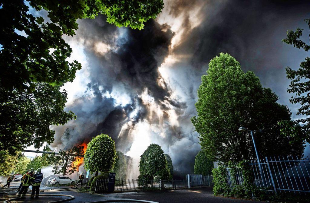 Bei dem Brand  in einer Lagerhalle des Müllentsorgers Alba in Waiblingen war die Feuerwehr Anfang Mai gefordert. Foto: Gottfried Stoppel/Archiv