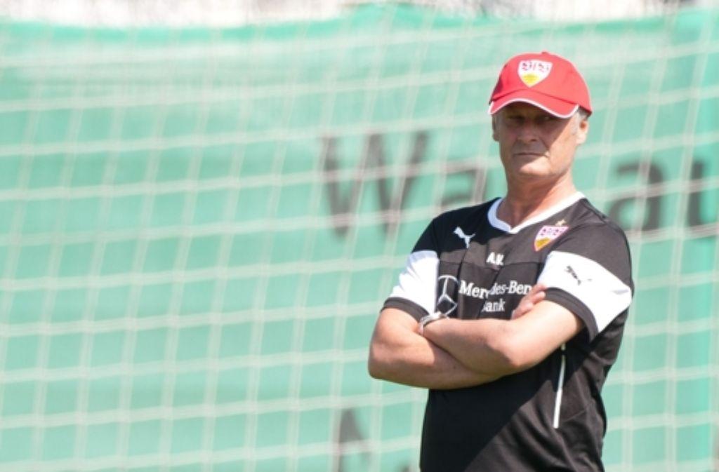Armin Veh hält Ausschau nach neuen Spielern. Weitere Bilder vom VfB-Trainingslager sehen Sie in unserer Fotostrecke. Foto: dpa
