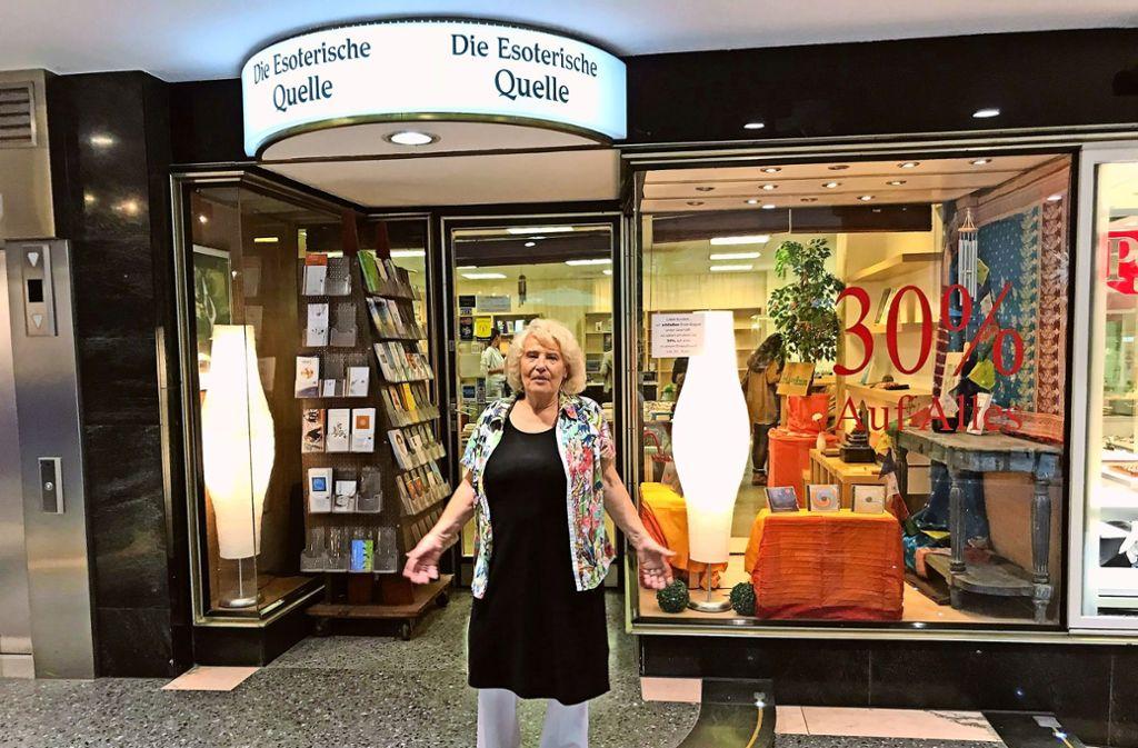 Eine Geste mit Symbolkraft:  Gegen den Internethandel      und den gesellschaftlichen Wandel war auch Helga Mitsdörffer machtlos. Foto: Martin Haar