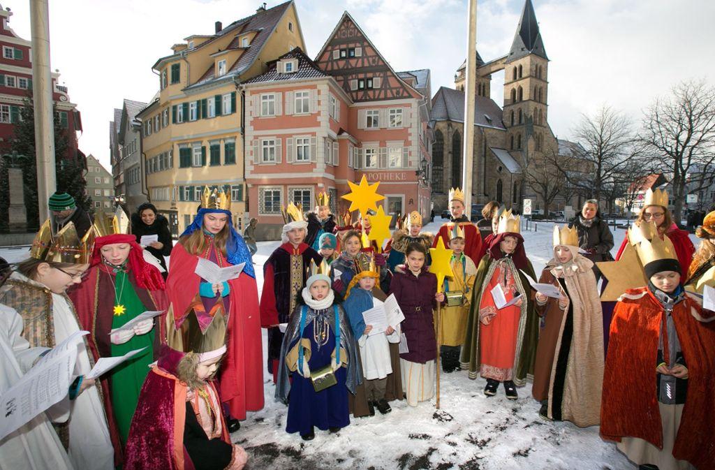 Anfang Januar sind die Sternsinger ausgeschwärmt – auch das Esslinger Rathaus bekam Besuch. Foto: Rudel