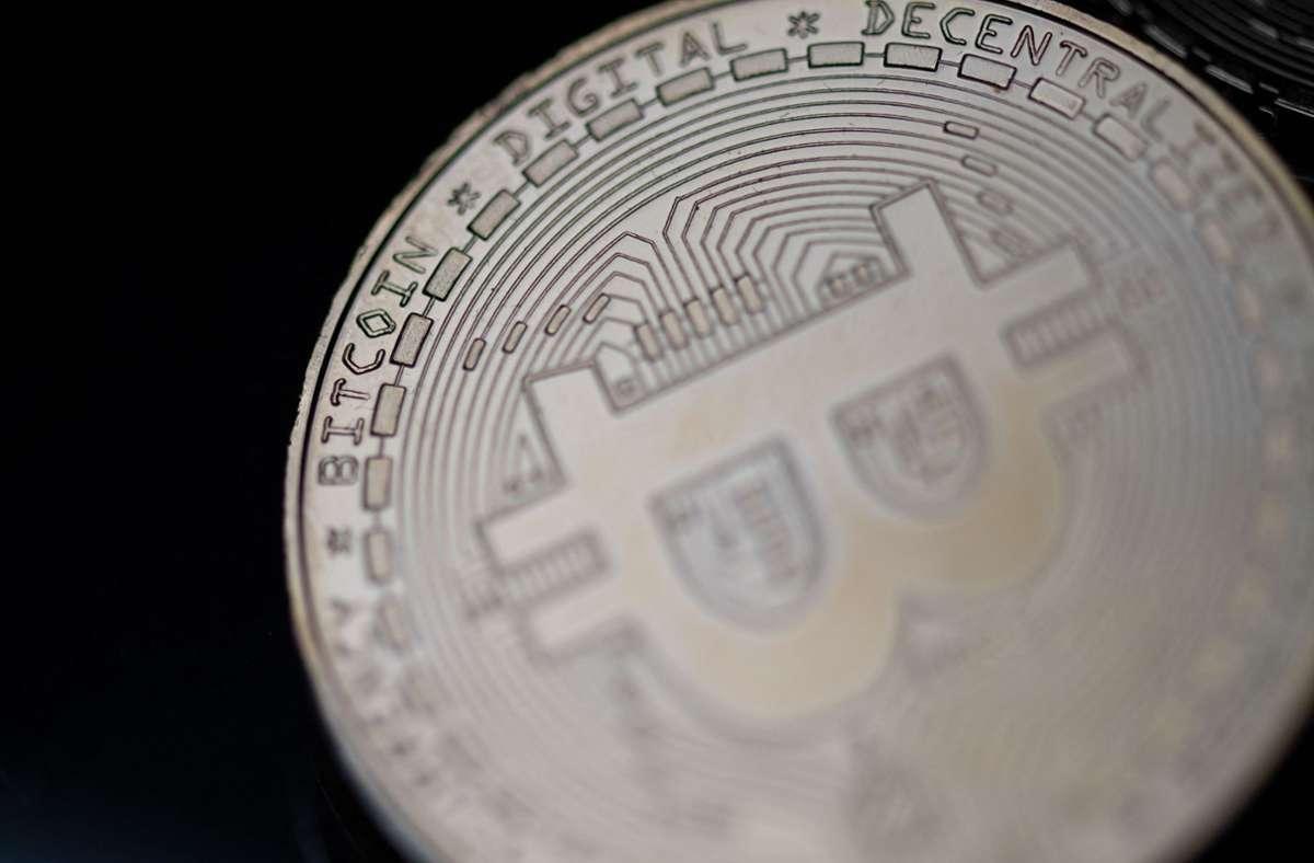 Die Digitalwährung Bitcoin reagiert mit Kursverlusten auf die Nachricht aus China. Foto: AFP/MARTIN BUREAU