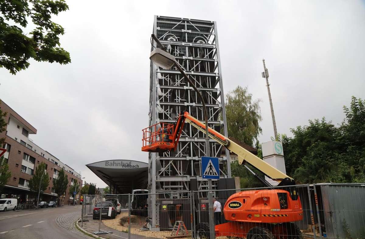 Durchaus ein Hingucker: der 16 Meter hohe Radturm am Bahnhof. Foto: Patricia Sigerist