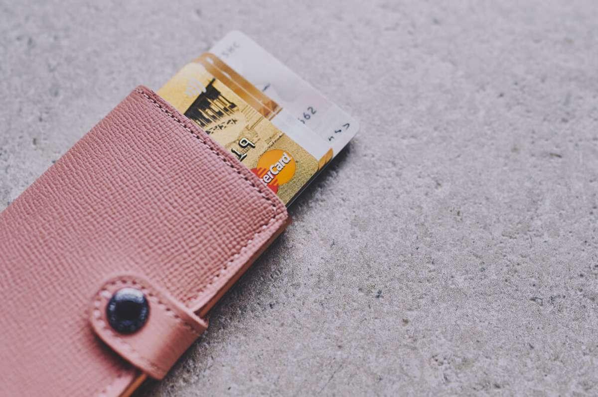 Wem gehört der Ausweis? Foto: C. Nass / shutterstock.com