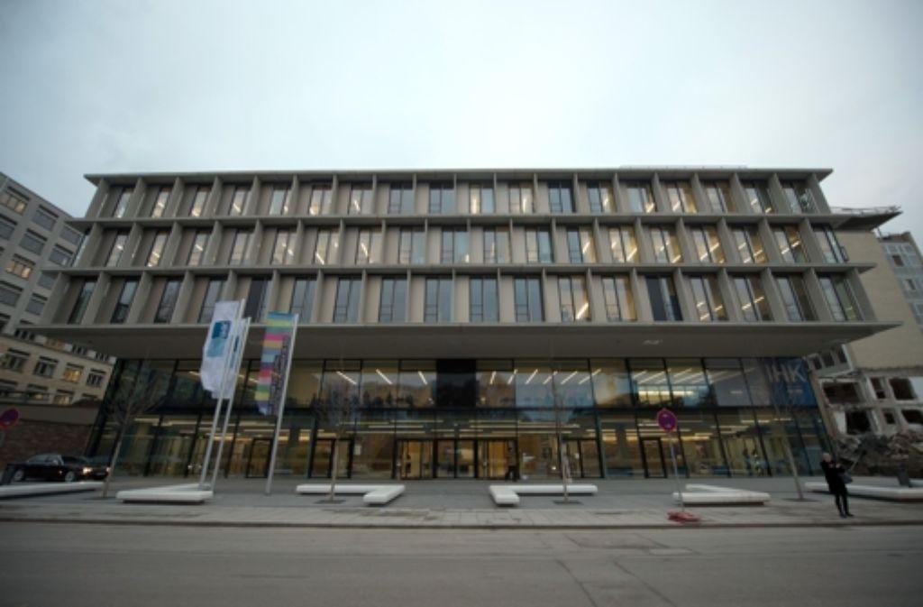 Die IHK Stuttgart begründet ihre vergleichsweise hohe Mitarbeiterzahl mit zusätzlichen Aufgaben, die sie erfüllen müsse. Unser Bild zeigt das IHK-Gebäude in der Jägerstraße. Foto: dpa