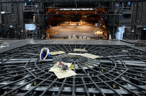 Dehnfuge gerät im Stuttgarter Schauspielhaus in Brand