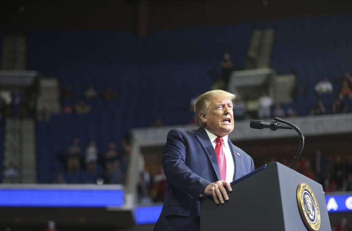 Der US-Präsident vermittelt weiter den Eindruck, dass das Virus bald der Vergangenheit angehört. Foto: dpa/Evan Vucci