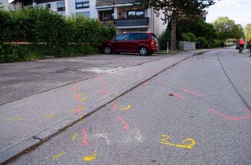 Autofahrer fährt offenbar absichtlich in Fußgängergruppe