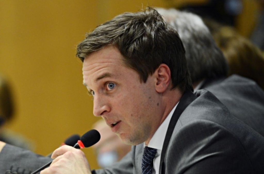 Sascha Binder ist Mitglied im EnBW-Untersuchungsausschuss. Am Dienstag erhob der SPD-Landtagsabgeordnete Vorwürfe gegen Landtagspräsident Guido Wolf. In einer Bilderstrecke dokumentieren wir die Geschichte des EnBW-Deals. Foto: dpa