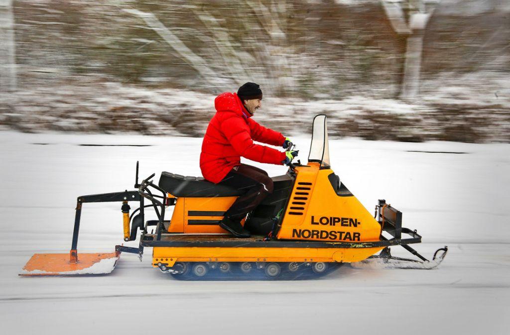 Fritz Aechtler bringt den Loipen-Nordstar auf Touren – falls doch noch genügend Schnee für eine Loipe fällt. Foto: factum/Granville