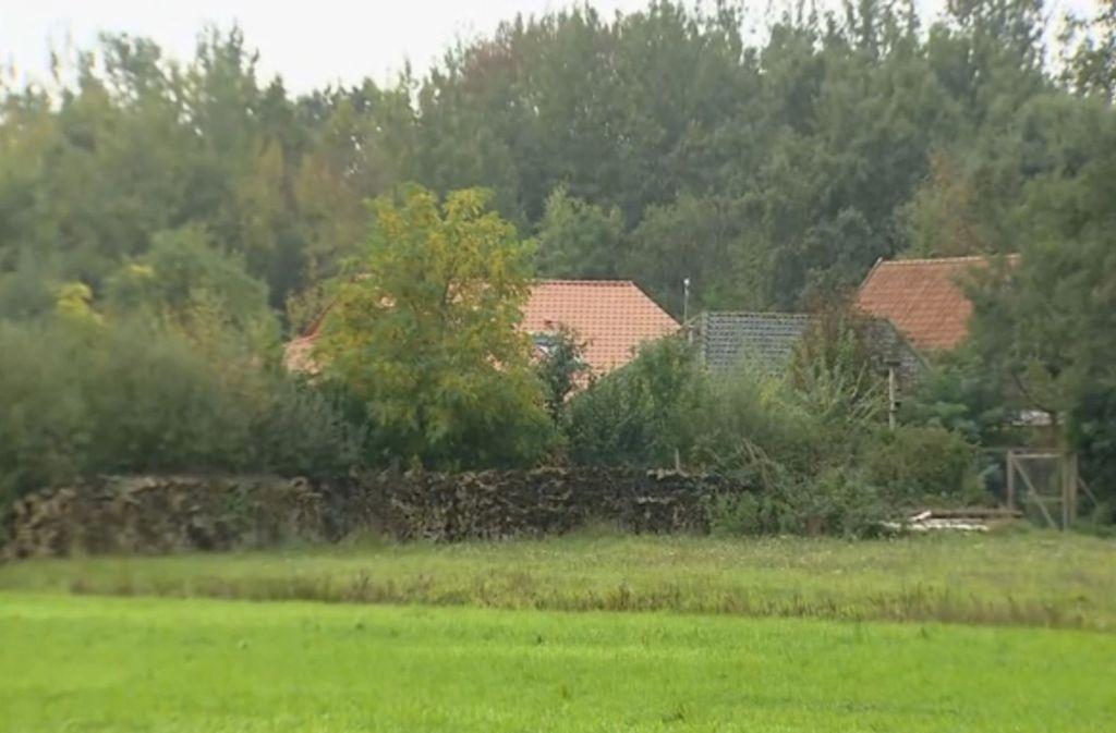 Im Keller dieses abgelegenen Hofes in den Niederlanden soll eine Familie jahrelang gehaust haben. Foto: dpa