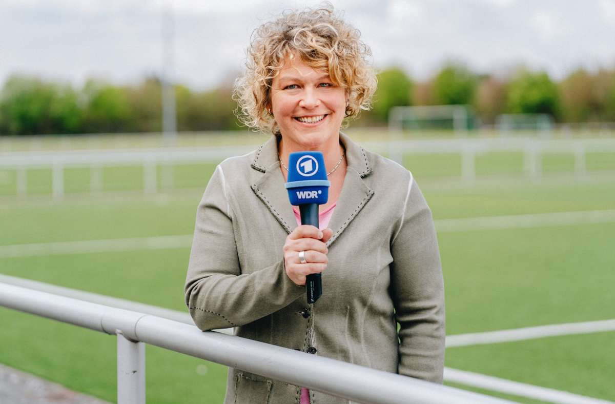 Julia Metzner kommentiert das Finale der EM 2021 im ARD-Hörfunk. Foto: dpa/Annika Fußwinkel