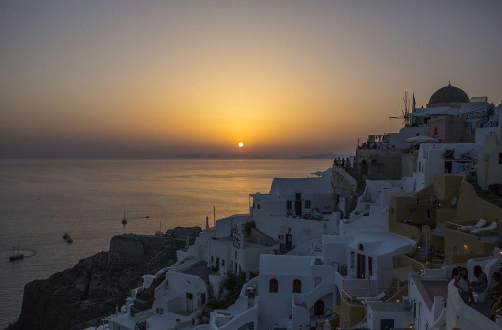 Der Tourismus ist die wirtschaftliche Stütze Griechenlands. Im Bild das Dorf Oio auf der Insel Santorin . Foto: dpa