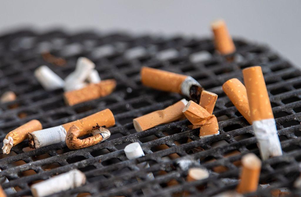 Bi zu zehn Jahre dauert der Abbau von Zigarettenfiltern. Foto: dpa/Monika Skolimowska