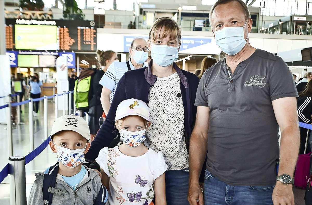 Familie Bergman fliegt nach Sardinien. Foto: Lichtgut/Ferdinando Iannone