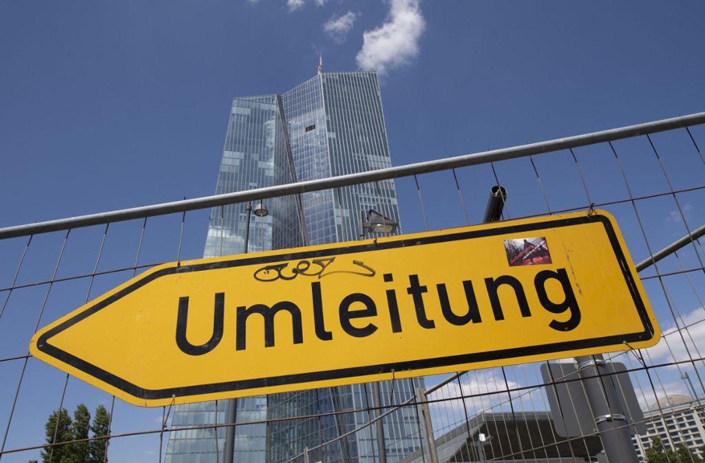 Die Europäische Zentralbank  verlangt von den Banken Strafzinsen. Foto: dpa