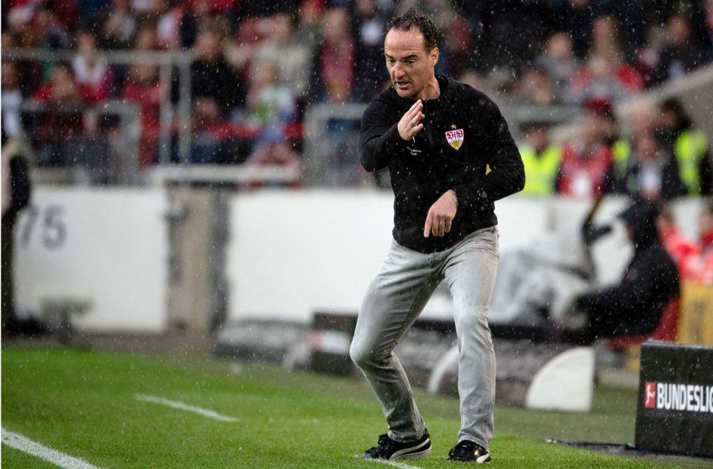 Energiebündel an der Seitenlinie: Nico Willig gibt beim VfB Stuttgart aktuell die Richtung vor – und viele Fans verstehen nicht, warum er nicht Trainer bleiben darf. Foto: dpa