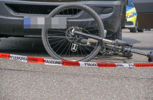 Radfahrer prallt gegen Autotür