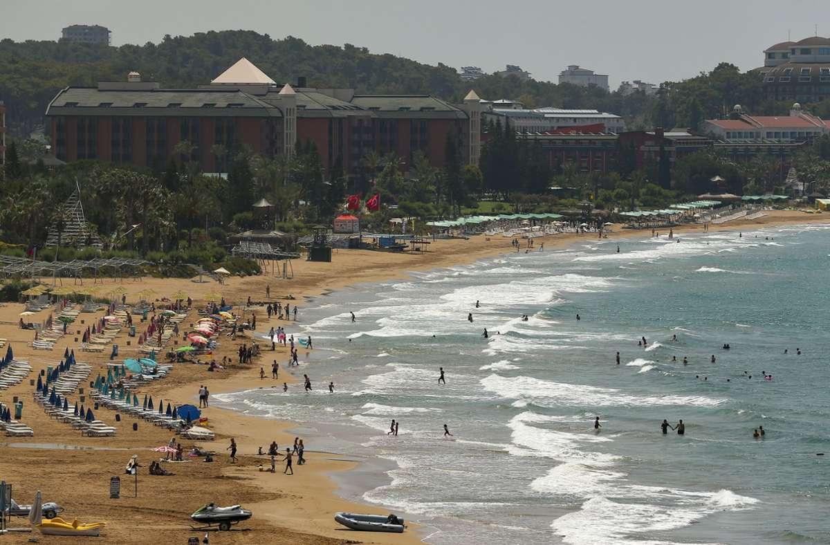 Viele Menschen hoffen auf einen Sommerurlaub trotz der Coronapandemie. Foto: dpa/Emrah Gurel