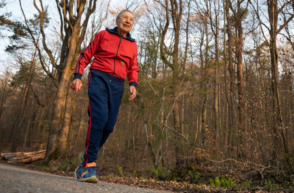 15 Kilometer läuft Alfred Meyer, wenn er joggen geht. Dreimal pro Woche: dienstags, donnerstags und samstags. Foto: dpa/Marijan Murat