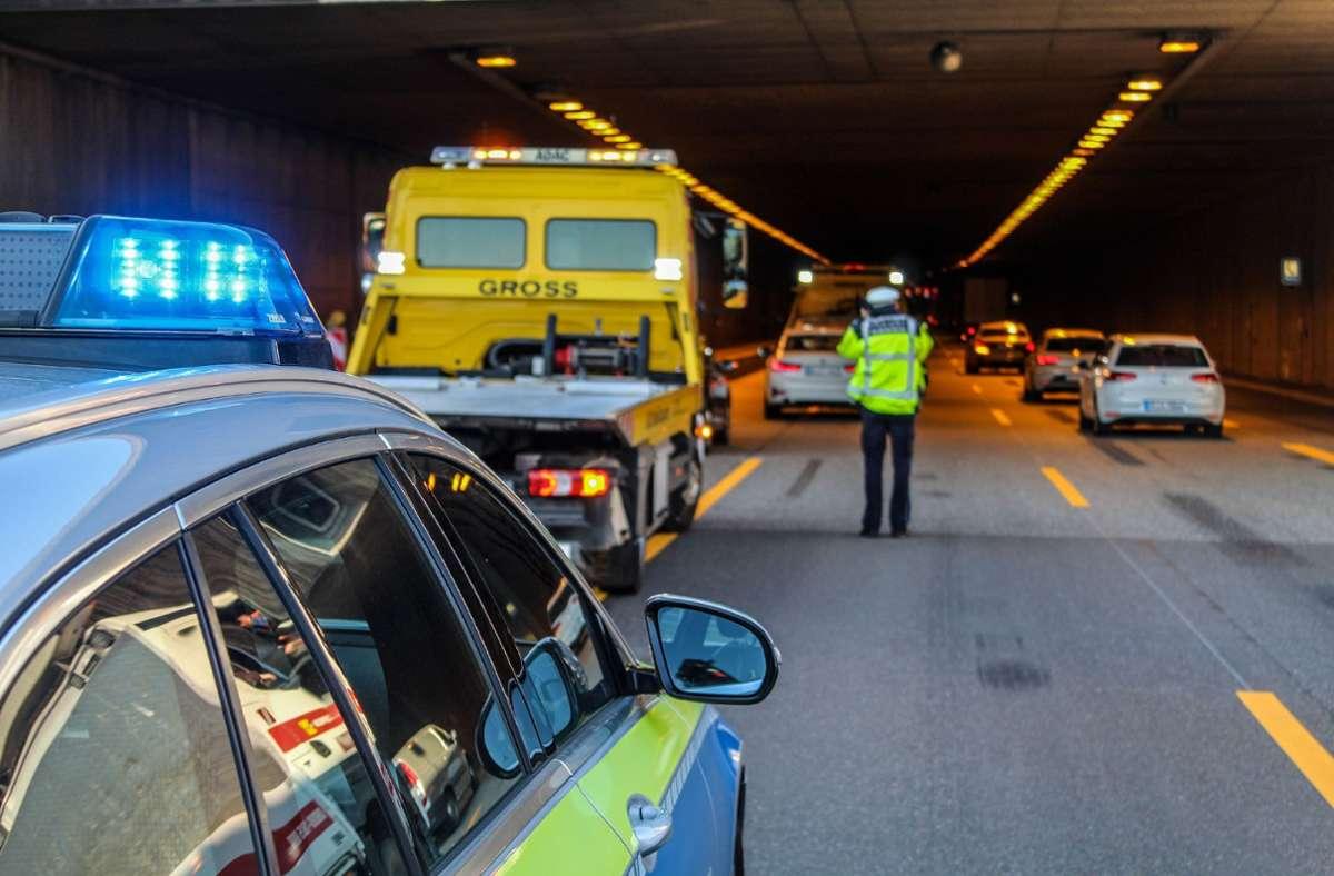 Bei einem Unfall im Engelbergtunnel wurde eine Person leicht verletzt. Foto: SDMG//Dettenmeyer
