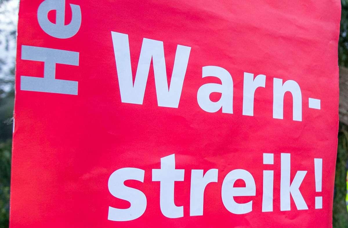 Verdi hat für Montag zu einem Warnstreik aufgerufen (Archivbild). Foto: dpa/Jens Büttner