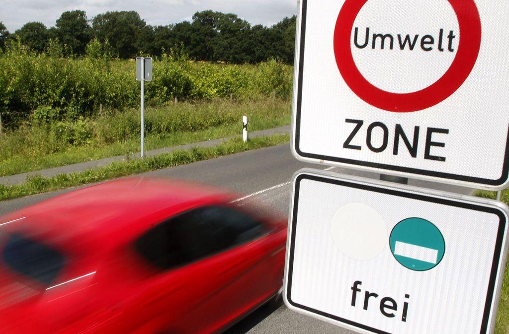 Aus Sicht der Grünen kann eine neue Blaue Plakette einen Flickenteppich an Fahrverboten verhindern. Foto: dpa