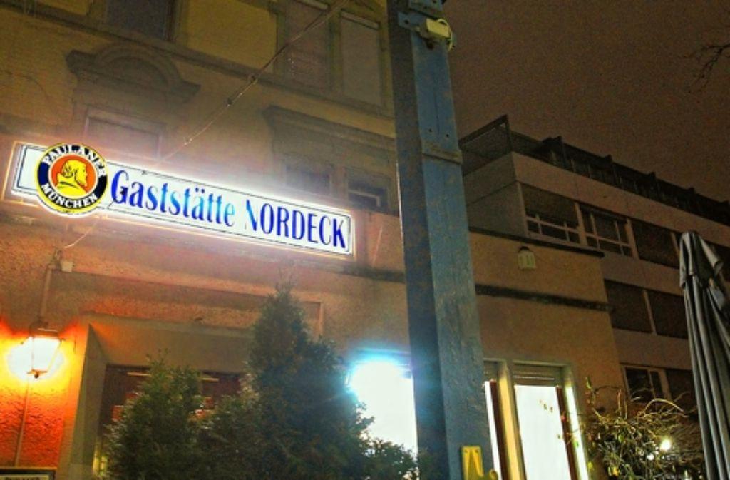 Endstation Nordeck – zumindest Frauen werden sich in einer anderen der Pinten an der Haltestelle Mittnachtstraße wohler fühlen. Foto: Christian Hass