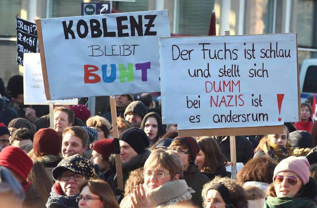 Tausende demonstrieren in Koblenz gegen Rechtspopulisten. Foto: AFP