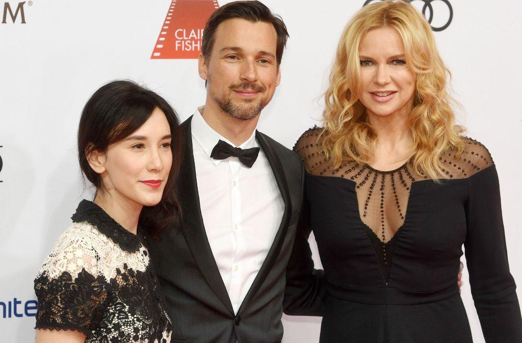 Bei den Frauen beliebt: Florian David Fitz mit Sibel Kekilli (links) und Veronica Ferres beim Filmball. Foto: dpa